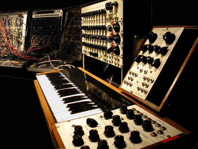 """The image """"http://www.wavemakers-synth.com/wmmodpic2.jpg�? cannot be displayed, because it contains errors."""